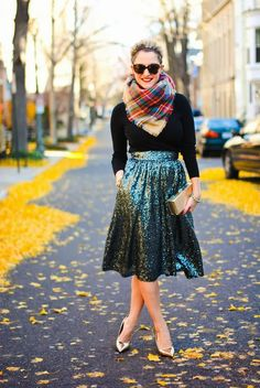 Help your girl to look fashion forward with these cute Christmas outfit styling ideas here. Go through our collection to know the seasonal fashion trend. Looks Street Style, Looks Style, My Style, Style Blog, Cute Christmas Outfits, Cute Outfits, Simple Outfits, Christmas Eve, Bar Outfits