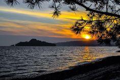 Y cuando acabe #ElCaso nos vamos a la cama de un paso! Buenas noches con esta puesta de sol desde Lourido  #vsco #vscocam #galicia #galiciavisual #galiciagrafias #loves_galicia #lovely #pontevedra #love #galiciagrafias #igers #igerspain #igerspontevedra #movilgrafias #movilgrafiadeldia150316 #communityfirst #primerolacomunidad #visitspain #vscocamnature #sunset #monumentalspain #nature
