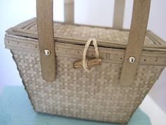 Cute picnic basket made with the petite purse die by Stampin' Up! Demonstrator Lynda Lee.