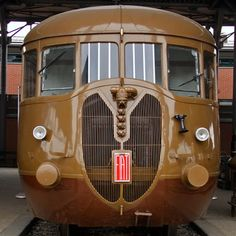 The Fiat 'automotrici' were modern, efficient and beautifully designed. The 'Littorina' can be regarded as a co-production of Mussolini and Fiat president Agnelli. Railway Museum, Rail Car, Train Tracks, Retro Futurism, Car Lights, Car Manufacturers, Sconce Lighting, Locomotive, Fiat