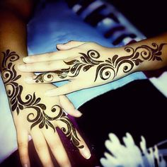 Unique & Simple Mehndi Henna Design Ideas For Hands With Images New Henna Designs, Finger Henna Designs, Modern Mehndi Designs, Mehndi Designs For Fingers, Mehndi Design Pictures, Arabic Mehndi Designs, Beautiful Mehndi Design, Henna Tattoo Designs, Mehndi Desing