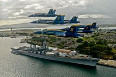 Blue Angels in Formation in front of the USS Missouri (BB-36) Pearl Harbor, Hawaii [1600x1067]