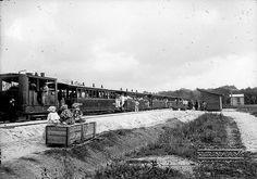 Passagierstrein op de spoorbaan  Paramaribo-Kabel-Dam. Datum: ca.1920 Locatie: Suriname Vervaardiger: Augusta Curiel Inv. Nr.:  gn-30-60 Fotoarchief Stichting Surinaams Museum