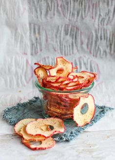 Homemade Maple Cinnamon Apple Chips - great for healthy snacking. Cinnamon Apple Chips, Cinnamon Recipes, Apple Recipes, Fall Recipes, Snack Recipes, Dessert Recipes, Desserts, Holiday Recipes, Best Camping Meals
