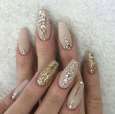 Cute nails, beige and gold