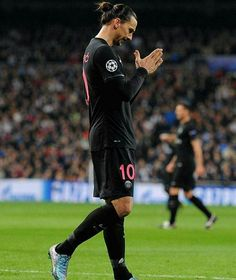 Zlatan digère mal l'erreur de Kevin Trapp - http://www.le-onze-parisien.fr/zlatan-digere-mal-lerreur-de-kevin-trapp/