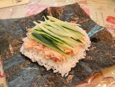 """Onigirazu: For the benefit of those that has never come across this term, """"onigiri"""" means Japanese rice ball, and this reinvention . Easy Japanese Recipes, Asian Recipes, Hawaiian Recipes, Ethnic Recipes, Japanese Dinner, Japanese Food, Suchi Recipe, Bento Recipes, Cooking Recipes"""