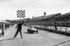 The Vanwall wins the 1957 British Grand Prix held at Aintree driven by Stirling Moss and Tony Brooks, the last time a shared drive was allowed in Formula One. Italian Grand Prix, British Grand Prix, British Car, Thing 1, Stirling, Drag Racing, F1 Racing, World Championship, Formula One
