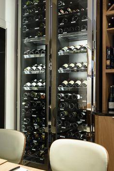 Cave à vin sur mesure Provintech - architecte Luis Aléluia - Restaurant Les Fables de la Fontaine