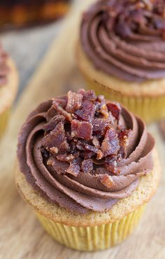 Gee, I wonder what I'm doing this weekend ... what could I POSSIBLY make these for?????  Maple Bacon Cupcakes from www.tablefortwoblog.com