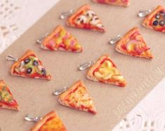 """""""How do I love thee, pizza?"""" Get your pizza swag on, then find out how DiGiorno Pizzeria Thin Crust Pizza is changing the pizza game. Mini Pizzas, Tiny Food, Fake Food, Pizza Life, Pizza Pizza, Fimo Polymer Clay, Vegetarian Pizza, Hot Fudge, Miniature Food"""