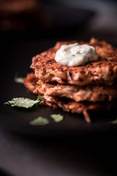 Low carb chicken fritters are a foolproof keto meal and family favorite. You can't go wrong with this easy keto chicken recipe with a spicy kick! Spicy Recipes, Dairy Free Recipes, Low Carb Recipes, Healthy Recipes, Gluten Free, Clean Eating Diet Plan, Clean Eating Chicken, Healthy Eating, Chicken Fritters Recipe