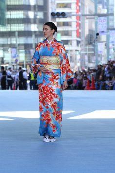 【画像 43/52】日本橋が着物ショーの舞台に「日本橋ランウェイ」新作50着を披露   Fashionsnap.com