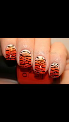 Beautiful gradient Tiger stripped nails