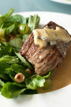 Hap & tap: Rundersteak met druivensalade en blauwe kaas