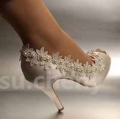 Details about su.cheny heel Pearl ivory silk lace open toe crystal Wedding Bridal shoes - Shoes and Boots - Schuhe Silver Wedding Shoes, Wedding Shoes Bride, Crystal Wedding, Types Of Gowns, Bridal Skirts, Bridal Heels, Lace Heels, Wedding Dress Trends, Bridal Fashion Week