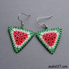 cute, now to figure out how....  great design on a summer staple. :)