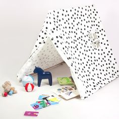 New! Organic cotton teepee in Black Dots by Deuz