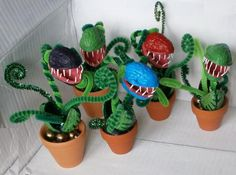 Carnivorous decorative evergreen miniature plant – now in more colours - Halloween İdeas Diy And Crafts, Craft Projects, Crafts For Kids, Projects To Try, Arts And Crafts, Kids Diy, Fall Crafts, Halloween Crafts, Halloween Decorations
