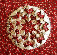 Somerset block (folded star) from Quilting, Patchwork and Applique by Eleanor Van Zandt, 1986 Quilted Christmas Ornaments, Christmas Sewing, Christmas Crafts, Star Quilts, Mini Quilts, Quilt Blocks, Quilting Tutorials, Quilting Projects, Sewing Projects