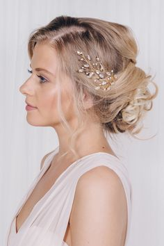 A guide to bridal hair accessory styling with Debbie Carlisle.