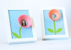 These Smile Blossoms are great Mothers Day or Teacher Appreciation Gifts. Get the free printable background at PagingSupermom.com