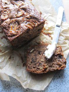 Sauerteig-Bananenbrot mit brauner Butter, Walnüssen und Ahornsirup | Mehlstaub und Ofenduft