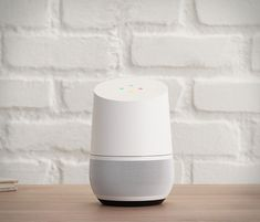 Google apresentou a sua própria resposta ao grande sucesso da Amazon Eco. O elegante Google Home, como Eco, é um pequeno alto-falante ativado por meio de voz em qualquer lugar da casa, alimentado pelo Google Assistente, onde permite ao usuár