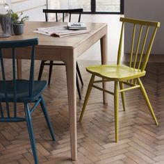 Perfect to sit and read the morning news - ercol '3355 All Purpose Chair' arriving in June. New colours now available for all ercol Originals. Also pictured - the extendable 'Romana Table', available to order in 3 size options. #ercol #ercoloriginals #ercolromana #extendabletable #dining