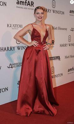 Bruna Linzmeyer também escolheu a estilista Fabiana Milazzo para ir ao baile da amfAR em São Paulo