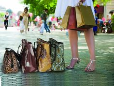 I have carried the same purse forever!  I can never find one that keeps me organized and is stylish....that was until I found Gigi Hill Bags.