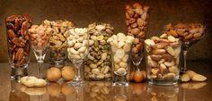 Kaikki mahdolliset pähkinät ovat suurta herkkua ihan sellaisenaan Garlic, Vegetables, Drinks, Food, Drinking, Beverages, Essen, Vegetable Recipes, Drink