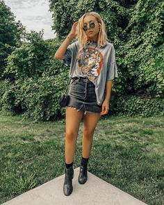 Urban Chic Outfits, Edgy Outfits, Mode Outfits, Cute Casual Outfits, Skirt Outfits, Fashion Outfits, Emo Fashion, Denim Skirt Outfit Summer, Cute Going Out Outfits