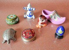 Lot de petites boites à pillule et chouette, chaussure, oeufs, statuette, tortue