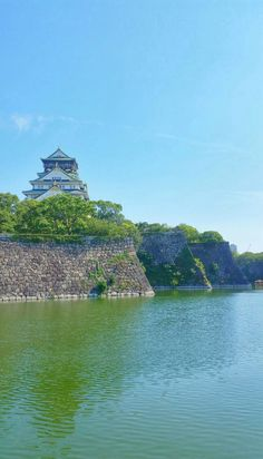 backpacking japan travel tips. start trip from tokyo japan, then go to osaka japan. Tokyo To Kyoto, Osaka Japan, Japan Places To Visit, Cool Places To Visit, Japan Travel Photography, Nature Photography, Castle Pictures, Japan Travel Tips, Best Travel Guides