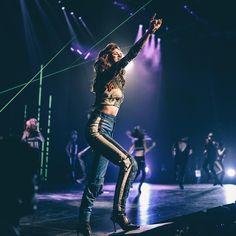 Selena Gomez on stage performance Selena Gomez Tour, Selena Gomez With Fans, Selena Gomez Outfits, American Singers, American Actress, Selena Gomez Wallpaper, Dion Lee, Concert Photography, Marie Gomez