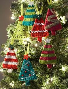 Tiny, darling trees to hang on your own holiday tree!  Knitted