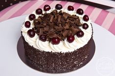 Torturi Iasi is under construction Black Forest Cake, Sour Cream, Cocoa, Yummy Food, Sweet, Desserts, Recipes, Tasty Recipe, Tourism