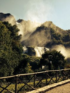 BUON GIORNO A TUTTI VOI! APPROFITTATE DI QUESTE BELLISSIME GIORNATE PER VISITARE LE CASCATE  #belvedere #Byron :-)  GOOD DAY TO ALL OF YOU! TAKE ADVANTAGE OF THIS BEAUTIFUL DAYS TO VISIT THE FALLS  #lower #Outlook :-)  www.marmorefalls.it