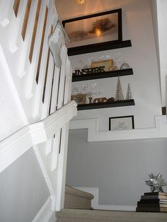 Floating Shelves on Stairway Landing {Stairs} Here is a post with a great idea for utilizing the wall space on your stairway landing. Using floating shelves you… Stairway Decorating, Foyer Decorating, Decorating Ideas, Decor Ideas, Staircase Landing, Staircase Storage, Stairway Walls, Stairs Architecture, Floating Shelves