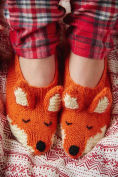 Sewing For Beginners Free Knitting Pattern for Fox Slippers - Knit flat with ears, nose and tail sewn on and embroidered eyes. Pattern has photo tutorial. Designed by Louise Walker for Mollie Makes who says this is suitable for beginners - Knitting For Kids, Knitting For Beginners, Knitting Socks, Knitting Projects, Knitting Tutorials, Knitting Needles, Fox Slippers, Knitted Slippers, Knit Slippers Pattern