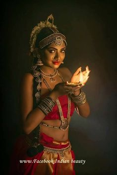Ideas For Painting People Photography Girls People Photography, Portrait Photography, Bollywood, Indian Classical Dance, Indian Photoshoot, Indian Art Paintings, Dance Poses, Indian Models, Girl Dancing