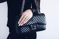 #stylist #hvisk #jewelry #white #gold #hviskstylist #fashion #rings #ring #hair #necklace #jewelryinspo #jewelryinspiration #hviskjewelry