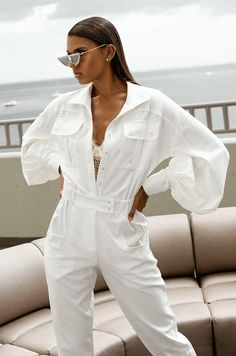 White Outfits, Stylish Outfits, Balloon Pants, Fashion 2020, Fashion Trends, Jumpsuit With Sleeves, Fashion Project, White Fashion, Ideias Fashion
