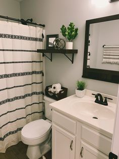 Boho Bathroom, Bathroom Renos, Bathroom No Window, Bathroom Toilet Decor, Small Bathroom Redo, Small Bathroom Paint Colors, Black Bathroom Decor, Guest Bathroom Remodel, Washroom