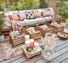 Weekend we are ready for you! Who said wool rugs are for indoors only! Our Callie Rug check Pillows check Roses check Candles check Food… Outdoor Rooms, Outdoor Living, Outdoor Furniture Sets, Outdoor Decor, Wooden Pallet Furniture, Small Balcony Decor, Small Patio, Small Outdoor Spaces, Small Spaces