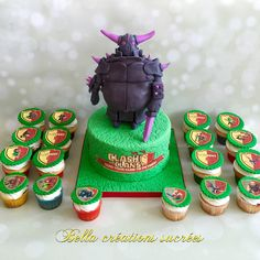 Clash of clans cake and cupcake
