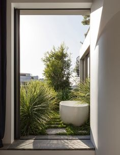 Delightful apartment / small garden oasis - complete with bath!