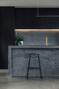 Image 4 of 22 from gallery of Blade House / Takt Studio. Photograph by Shantanu Starick Custom Kitchens, Cool Kitchens, Small Kitchens, Small Bathrooms, Recycled Concrete, Copper House, Beton Design, Concrete Kitchen, Concrete Bar