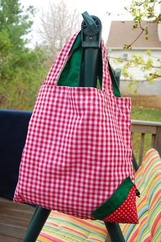 Cute Strawberry Bag Tutorial. Big bag scrunches into little strawberry bag.